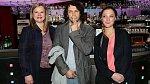 Bára Poláková a Pavel Liška si přišli na chuť při natáčení nového seriálu, kde hraje i Sabina Remundová (zcela vlevo).