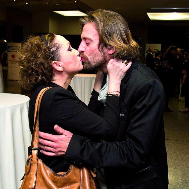 Zasloužený polibek Báře od manžela Petra Poláka