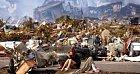Rok 2011, žena pláče u svého zničeného domu po zemětřesení v Japonsku.