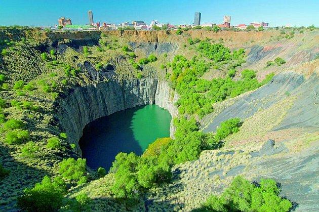 Bývalý důl leží od města Kimberley coby kamenem dohodil.