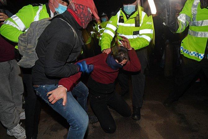 Policie se však rozhodla akci kvůli probíhající pandemii koronaviru ukončit.