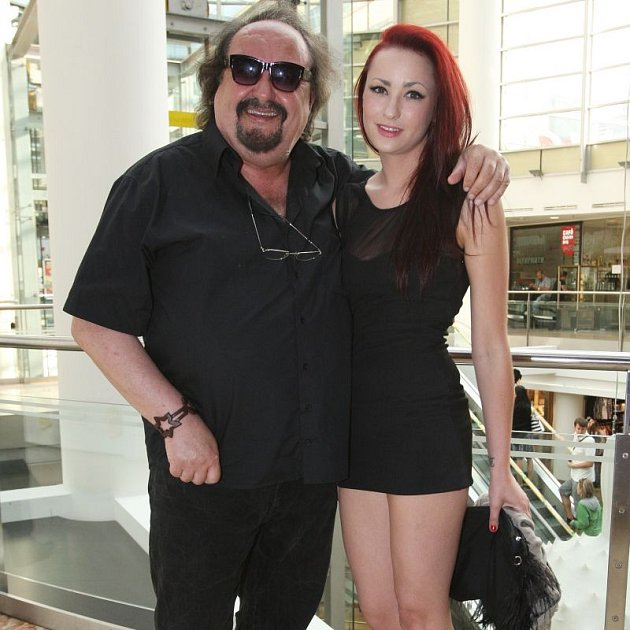Petr Novotný je pyšný na svou dceru.