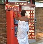 Když nutně potřebujete DVD, ale nechce se vám oblíkat.