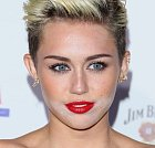 Miley Cyrus a její příšerný make up