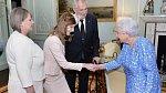 V roce 2017 doprovodila svého otce do Buckinghamského paláce.