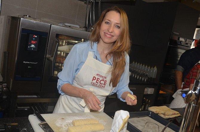 Tereza Bebarová je tváří oblíbené show Peče celá země, v které soutěží amatérští pekaři a cukráři.