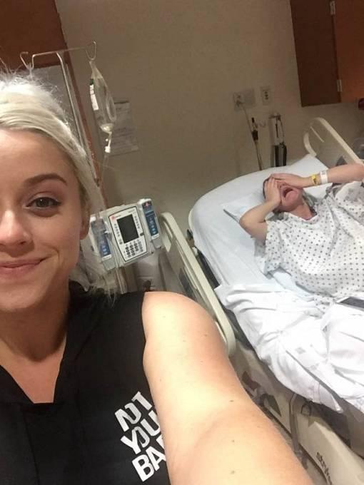 Selfíčko v nemocnici miluje každá nemocná sestra...
