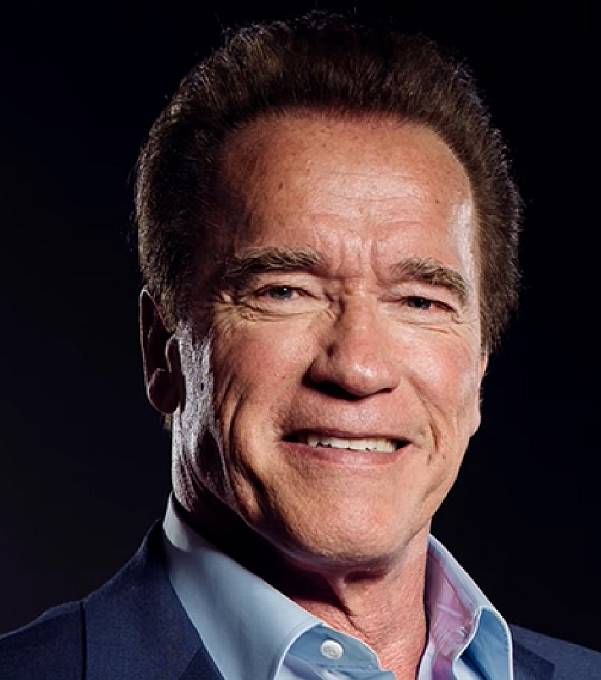Terminátora hrál v prvním i druhém díle Arnold Schwarzenegger, kterého netřeba představovat. Zkrátka pan herec, pan kulturista, pan guvernér. Ten chlápek má zkrátka talent na všechno.