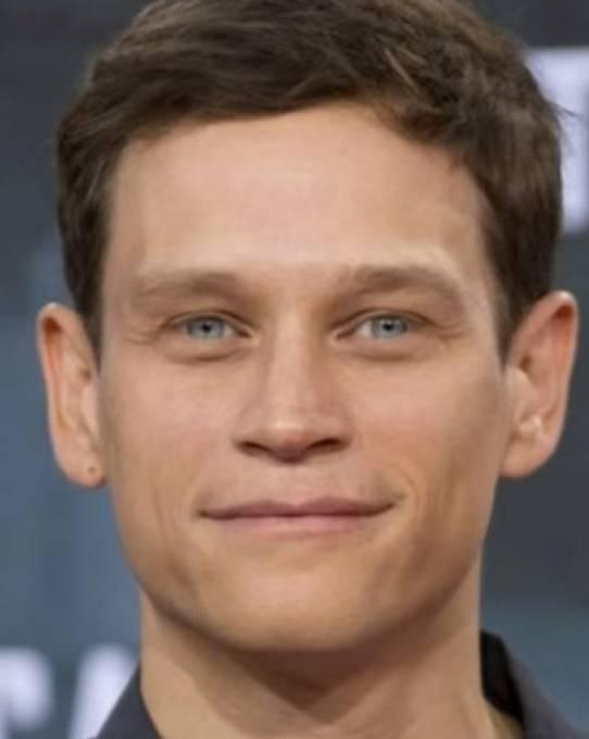 Ačkoli tento mladý německý herec Vinzenz Kiefer se snažil prosadit u filmu již dřív, jeho obličej si celé Německo zapamatovalo až díky roli Alexe.