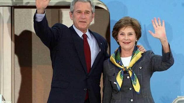 George Bush s manželkou Laurou