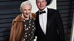Elon Musk s maminkou.