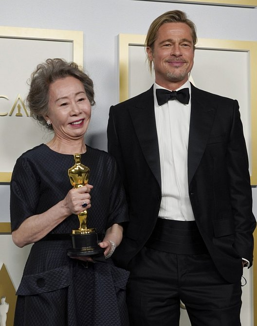 Brad Pitt a Youn Yuh-jung zvolili klasiku.