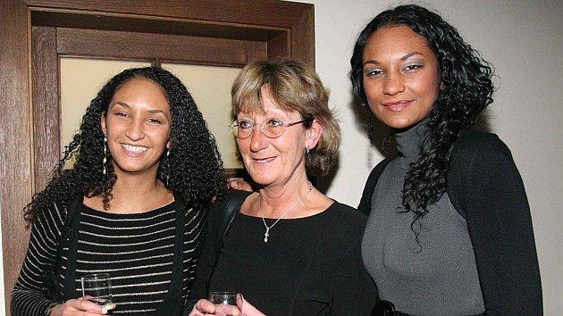 Lejla Abbasová s maminkou a sestrou
