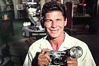 Vroce 1958 měl vlastní televizní seriál Muž sfotoaparátem.