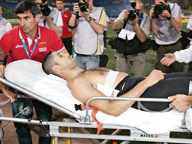 Francouzský dálkař byl hned převezen sanitkou do nemocnice.