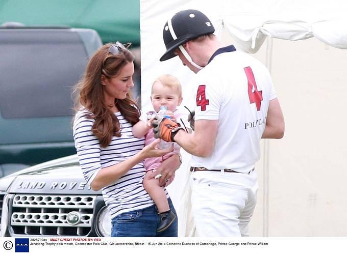 Princ William a Kate s prvorozeným synem.