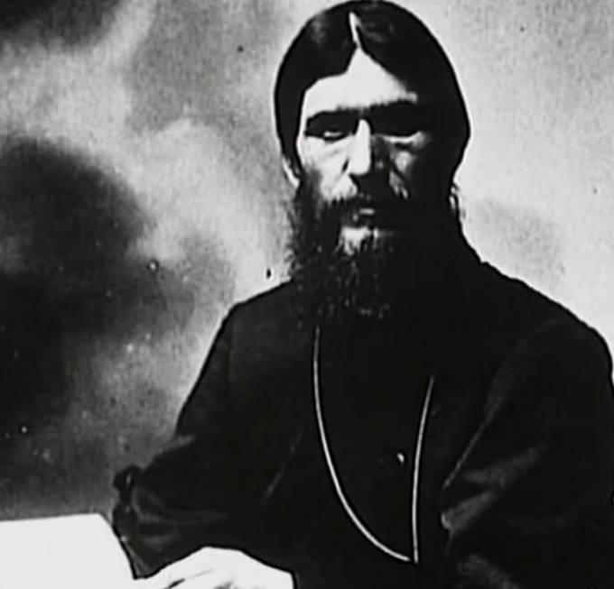 Rasputin při motlitbě.