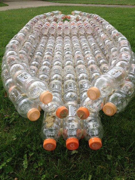 Plast můžete využít ještě jednou.