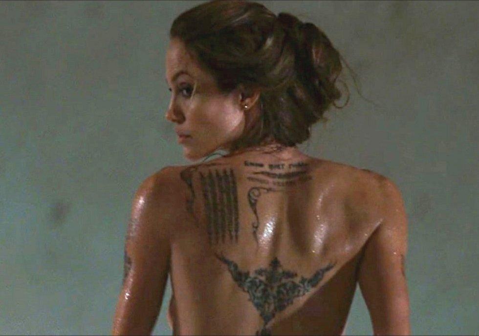 Angelina Jolie Boobs Scene In Taking Lives