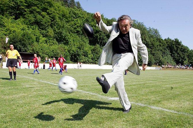 Karel Gott byl členem uměleckého fotbalového týmu Amfora.
