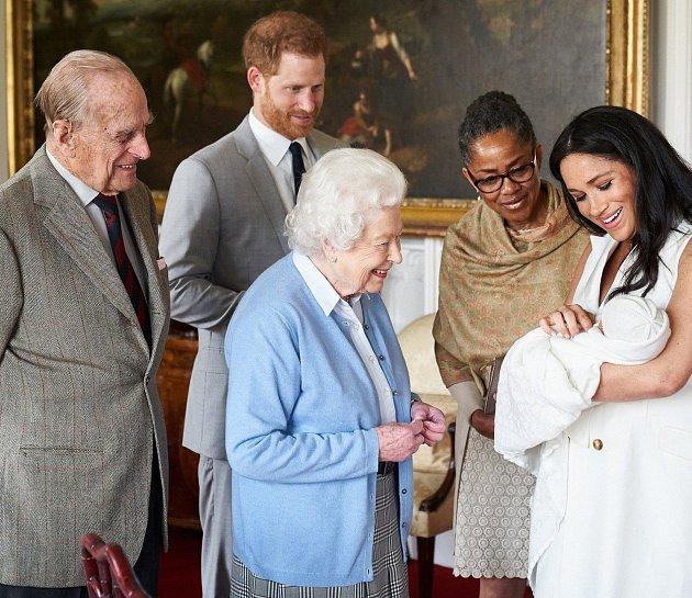 Meghan Markle představila rodině své dítě