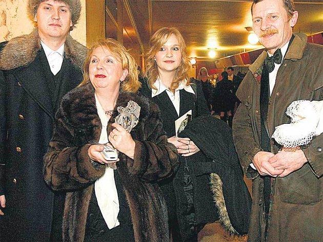 Jiří Schmitzer se svou manželkou Irenou a dětmi z druhého manželství.