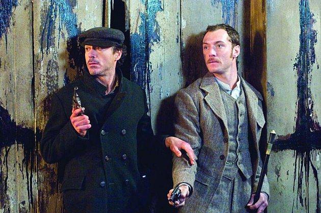 Chemie mezi Downeym a Lawem dává filmu hvězdu navíc.