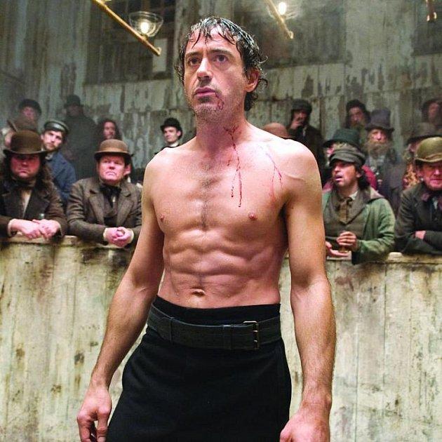 Holmes v novodobém podání je divoký a sexy...