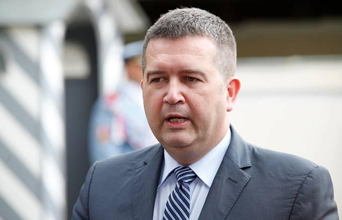 Jan Hamáček a další politici podle Flegra využili nouzového stavu k nákupu nefunkčních testů.