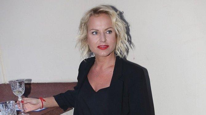 Otcem dcery Stelly je zpěvaččin partner Josef Vařeka, který se k rodičovským povinnostem postavil velmi zodpovědně.
