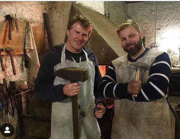 Herec si vyzkoušel, jaká je řehole být kovářem.