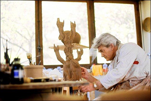 Kromě hereckého talentu měl nadání také na výtvarné umění.