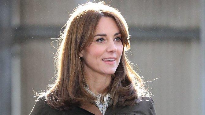 Vévodkyně Kate nevědomky ukázala dřevěnou stavbu, která připomíná dětský dům na hraní.