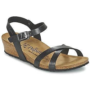 Nízké sandále na léto, ve kterých zvládnete i tůru.