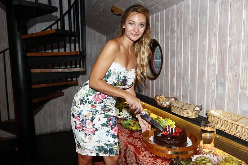 Bára Mottlová si pořádně užila své narozeniny.