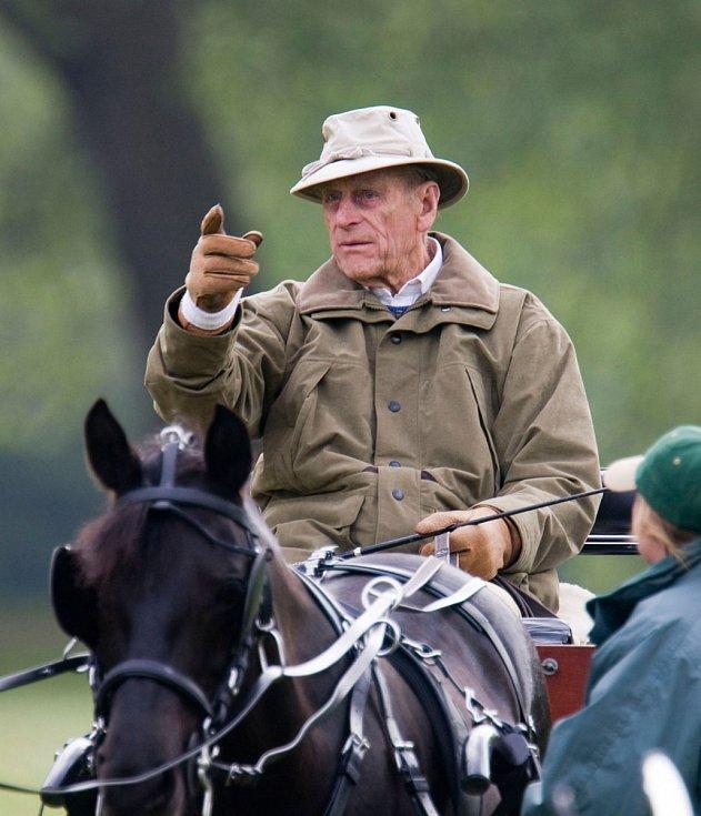 Princ Philip na koni.