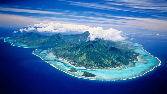 Rozlehlé korálové  útesy jsou jako stvořené ke šnorchlování.