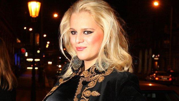 Ornella Štiková má ostré lokty.