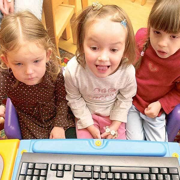 A bude hůř... Chudoba neznamená hlad, ale rodiče nemohou dětem dopřát například počítač.