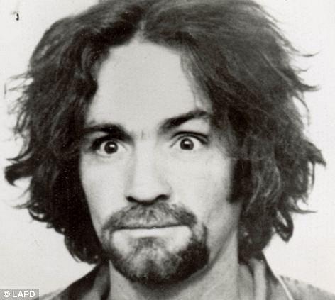 Charles Manson stále sedí vevězení.