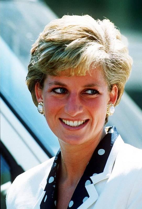 Měla to být pohádka, dopadla ale jinak, než jak to v klasických příbězích bývá. Manželství princezny Diany s princem Charlesem se rozpadlo. Diana z něj ale vyšla jako sebevědomá žena.
