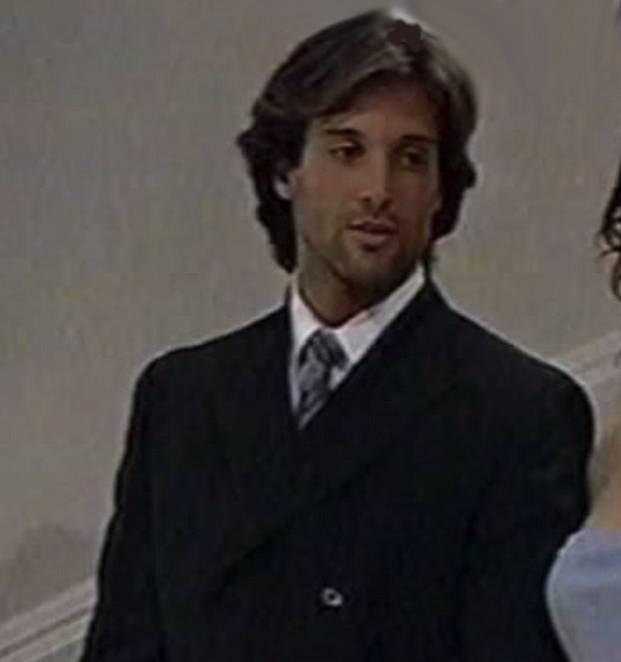 Pablo Rapallo je Ivův bratranec a soupeř. Ivo mu přebral snoubenku a Pablo se mu za to chce celou dobu pomstít. Je zamilovaný do Mili, ta ho ale bere jen jako kamaráda. Nakonec mizí na nějaký čas do Španělska.