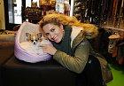 Olga s novým mazlíkem