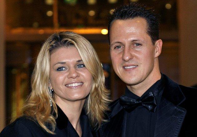 Vypadalo to, že jeho rodina ifanoušci dostali ten nejkrásnější vánoční dárek. Posléze se ale ozvala Schumacherova dlouholetá mluvčí Sabine Kehmová, která vše popřela.