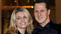Vypadalo to, že jeho rodina i fanoušci dostali ten nejkrásnější vánoční dárek.  Posléze se ale ozvala Schumacherova dlouholetá mluvčí Sabine Kehmová, která vše popřela.