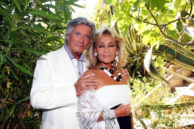 Vroce 2011 navštívil smanželkou Saint Tropez.