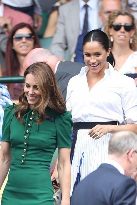 Spekulace o tom, že spolu vždy měly Meghan a Kate problém, se objevují již od doby, kdy začala Meghan randit s princem Harrym.