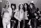 Poznáte frontmana? Jsou to Aerosmith v roce 1973.