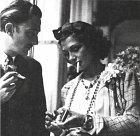 Coco Chanel a Salvador Dalí při pauze na cigaretu