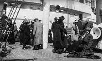 První přeživší, kteří se vylodili na Carpathii.